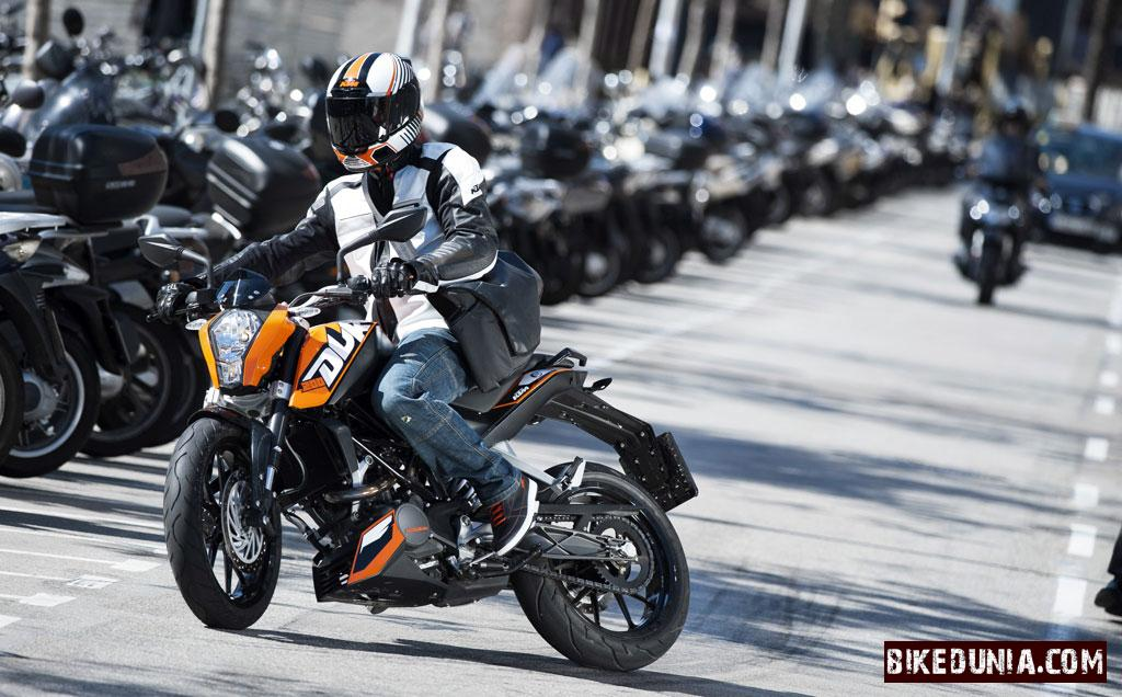 ktm to launch duke 390 r soon bikedunia. Black Bedroom Furniture Sets. Home Design Ideas
